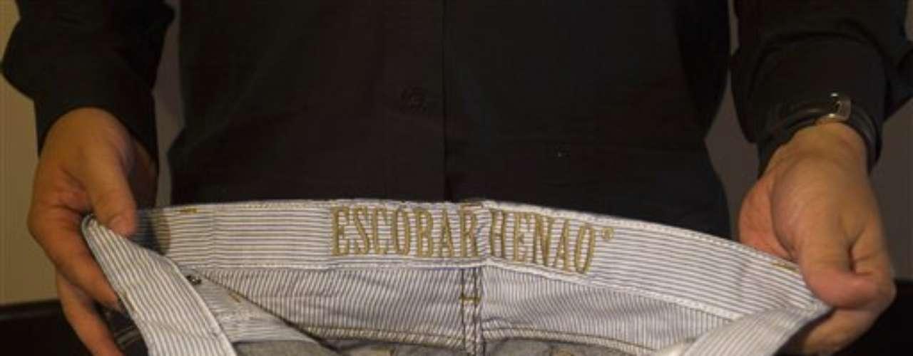 Las camisetas, estampadas con documentos originales del mayor narcotraficante de Colombia, fotografías y reproducciones de su firma y su huella dactilar, forman parte de la colección \