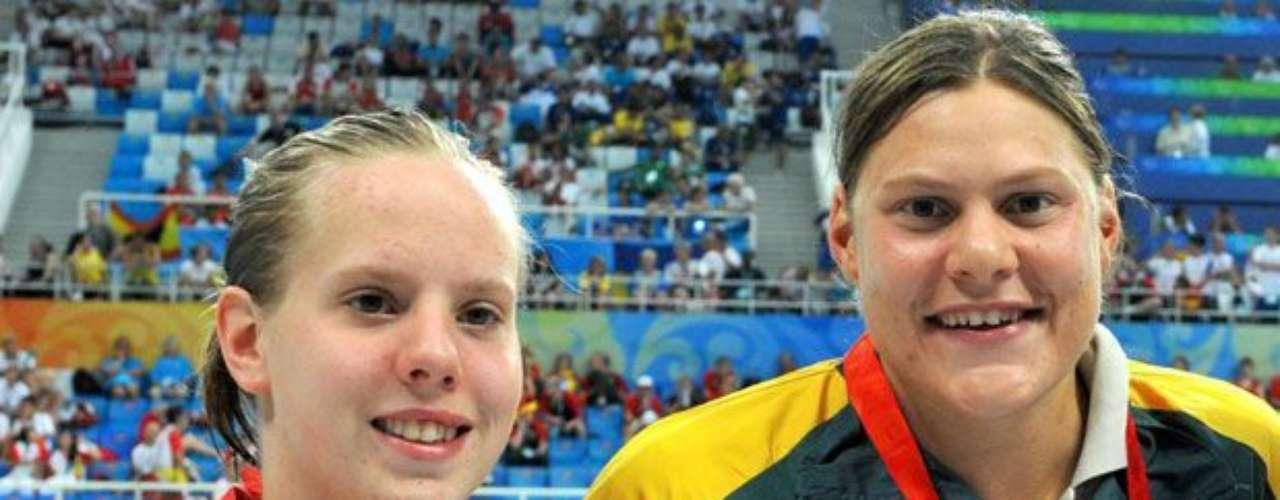 Con 10 medallas de oro en Paralímpicos, la sudafricana Natalie du Toit (der) sigue como una de las favoritas al títulos de la categoría 50 m pecho, pero tendrá como rival a la campeona mundial Louise Watkin (izq), de Gran Bretaña.