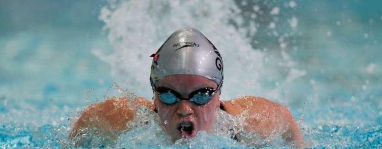 A los 13 años, Ellie Simmonds sorprendió a todos en Beijing con la conquista de dos medallas de oro. Ahora quiere hacer historia nuevamente. Sin embargo, la nadadora tendrá como adversarias a la también estadounidense Victoria Arlen, recordista mundial, y la veterana De Koning-Pepper, de 43 años.