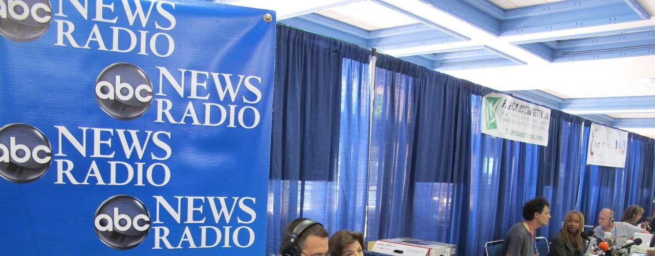 Se estima que hay miles de estaciones de radio en Estados Unidos, quizás el país con radios en el mundo.