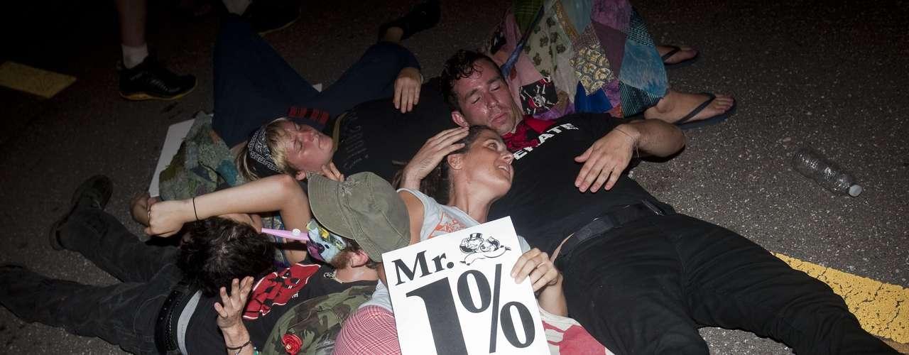 Entre los manifestantes había miembros de Occupy Wall Street que viajaron desde Nueva York para rechazar las políticas de Mitt Romney.