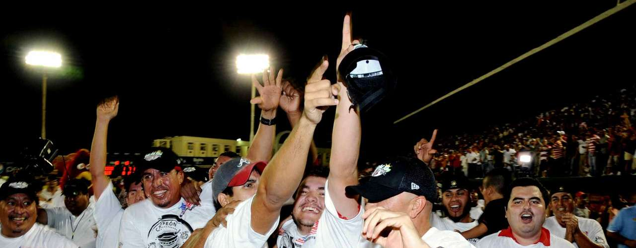 Gran festejo en el puerto por el triunfo de 8-1 de los Rojos.