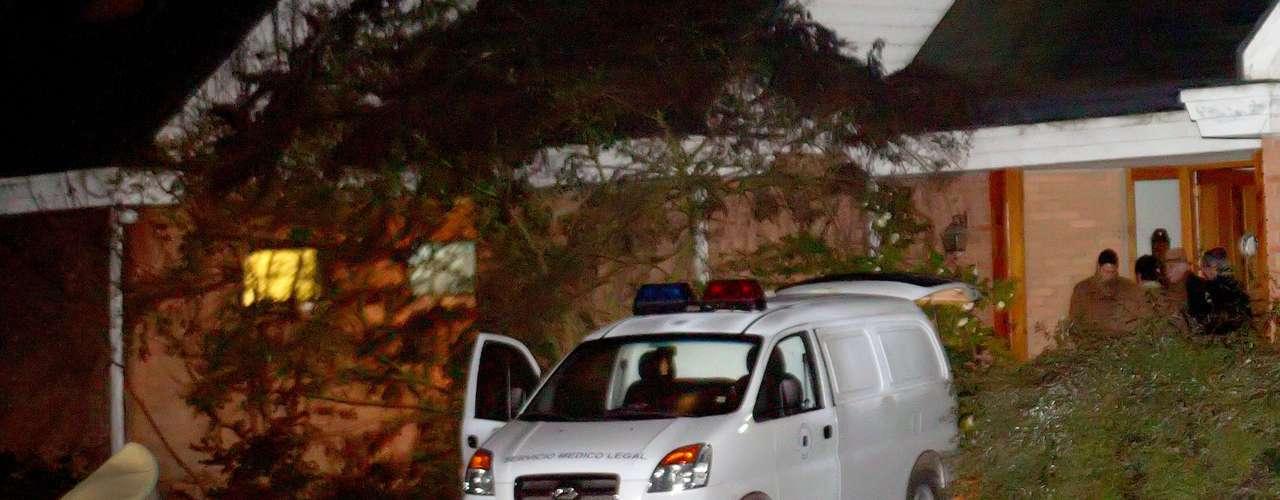Un reconocido médico pediatra de Curicó, Francisco Ramírez Alvarado, 50 años, mató la noche de este miércoles a sus tres hijos y luego se suicidó en su hogar en el sector de Zapallar en Curicó.