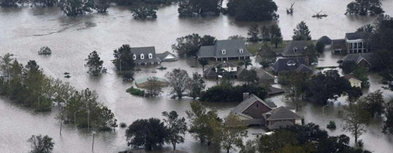 Ello ha obligado a ordenar la evacuación inmediata, como medida de precaución, de unas 50.000 personas en los alrededores del río Tangipahoa, que recorre hacia el sur parte de Misisipi y del este de Louisiana.