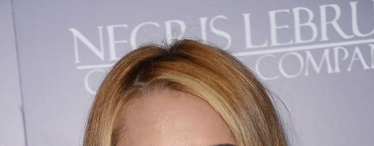 Justo antes de salir con Liam, Miley Cyrus estuvo interesada en el cantante, lo curioso es que esta vez fue ella la que lo buscó en los premios Grammy del 2011, fueron descubiertos besándose pero al parecer la ex Hanna Montana, 15 años menor que él, no logró otra cita.