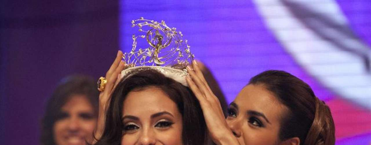 Monic Marie Pérez, representante de Arecibo, conquistó con su dulzura y personalidad el título de Miss Universe Puerto Rico 2013. Esta joven de 22 años se destacó a lo largo del concurso por sus grandes cualidades para representar al país en el certamen internacional de Miss Universo y fue también la candidata elegida por los cibernautas como la mejor.