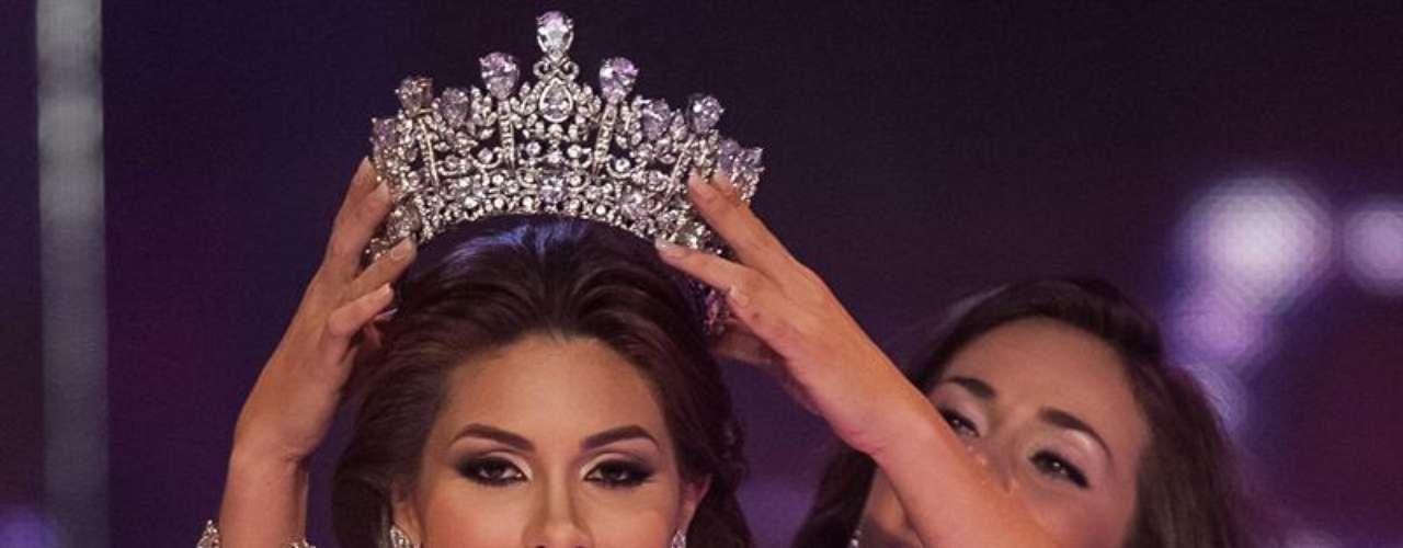 Esta valenciana de 24 años ha dejado en claro recientemente que no dejará de lado sus estudios a pesar de la pasión que siente por la corona de Miss Venezuela.