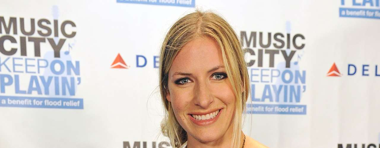 La cantante country Holly Williams también se dejó encantar por el cantante en 2010.