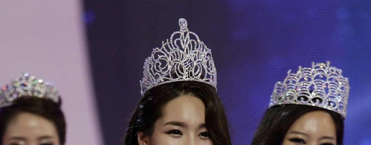 Kim Yu-mi fue coronada Miss Corea del Sur 2012, en un evento celebrado en el salón de la paz en la Universidad Kyunghee en Seúl.  Es estudiante universitaria, tiene 22 años de edad  y mide 1.75 metros de estatura. Kim es originaria de Séul con una especialización en Estudios Cinematográficos y  representará a Corea del Sur en el certamen de belleza de Miss Universo del próximo año.