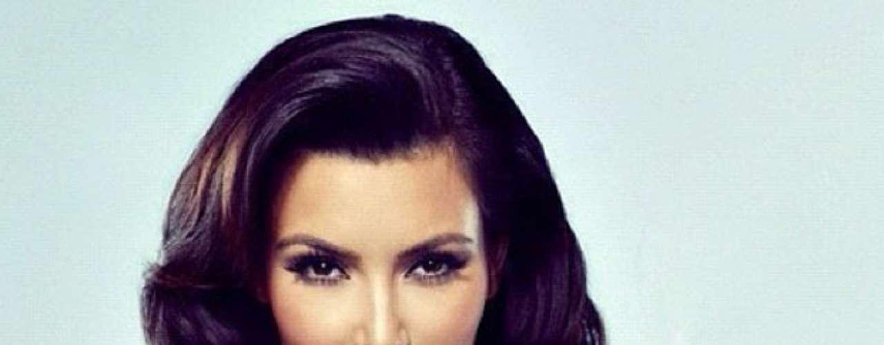 Además de fotos cotidianas y sin producción, Kim Kardashian también comparte imágenes de sesiones, como esta donde se describe como \