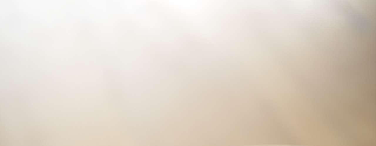 Manzana: un estudio publicado en 2003 por la revista Nutrition sugiere que las mujeres que consumen por lo menos tres manzanas o peras por día tienen más facilidad en perder peso y tener un mejor control del nivel de azúcar en la sangre. Asimismo, otras investigaciones dicen que esta fruta mejora la función intestinal y reduce riesgo de cáncer de mama y derrame.