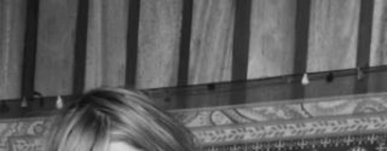 Sara comenzó en el mundo del modelaje a la edad de 14 años en un comercial de Cream Helado.