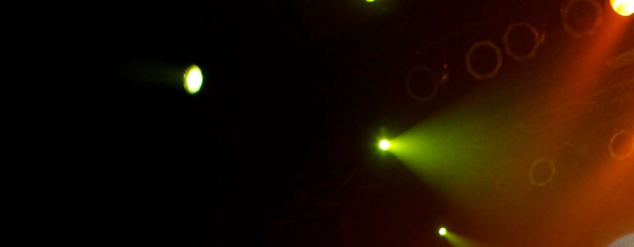 Con invitados, intervenciones teatrales y una pirotecnia vintage la banda de Metal Pájaro, Sinergia, celebró sus 20 años de vida con un concierto en el Teatro Oriente y que fue transmitido en vivo por Terra. En el show, el grupo interpretó los temas más importantes de su carrera y presentó oficialmente su nuevo álbum llamado \