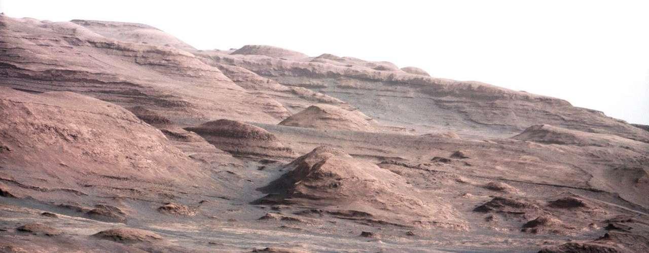 Durante su descanso del miércoles, Curiosity tomó fotografías del que será su destino final: las laderas del cercano Monte Sharp.