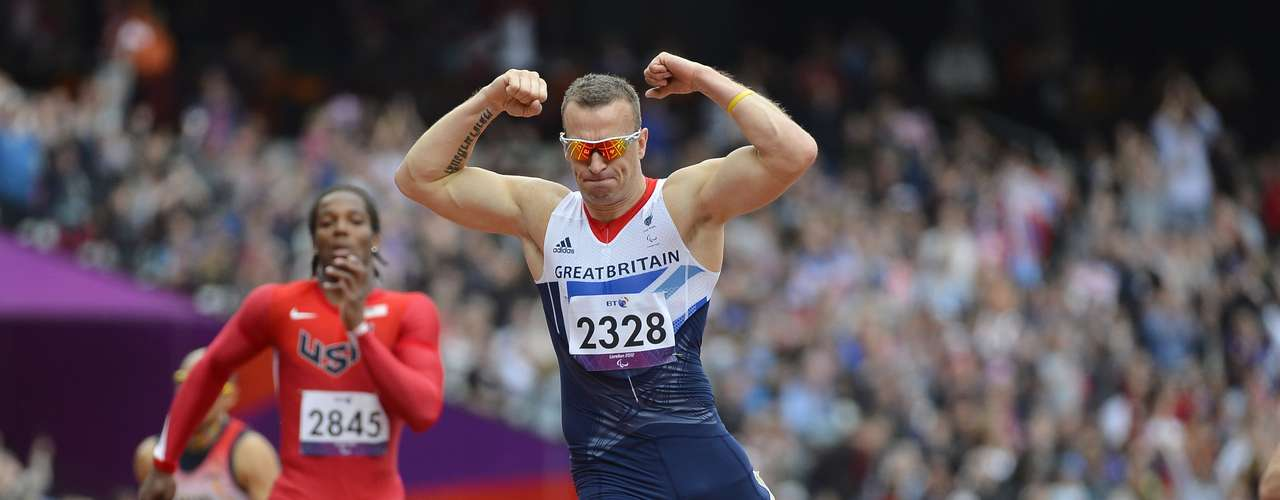 Richard Whitehead (R) of Britain celebrates winning the Men's 200m T42 classification final at the Olympic Stadium during the London 2012 Paralympic Games September 1, 2012. REUTERS/Toby Melville (BRITAIN - Tags: SPORT OLYMPICS ATHLETICS)