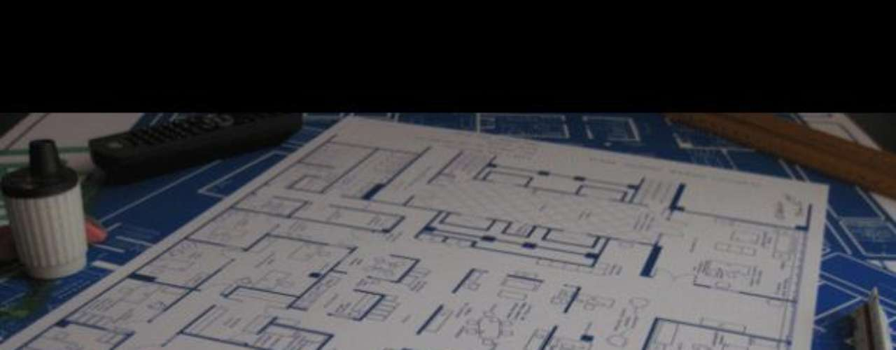 Mad Men: Brandi Roberts es una artista estadounidense nacida en Carolina del Sur. Tras licenciarse en Diseño de Interiores, se ha dedicado a dibujar planos a mano, tarea con la que lleva más de treinta años. Sus últimos planos, que corresponden a la colección Fantasy Floorplans, nacieron por su amor a la cultura de la televisión. Quería dar vida a los hogares que nunac han existido, y por eso ha creado más de 100 planos de hogares del mundo audiovisual.