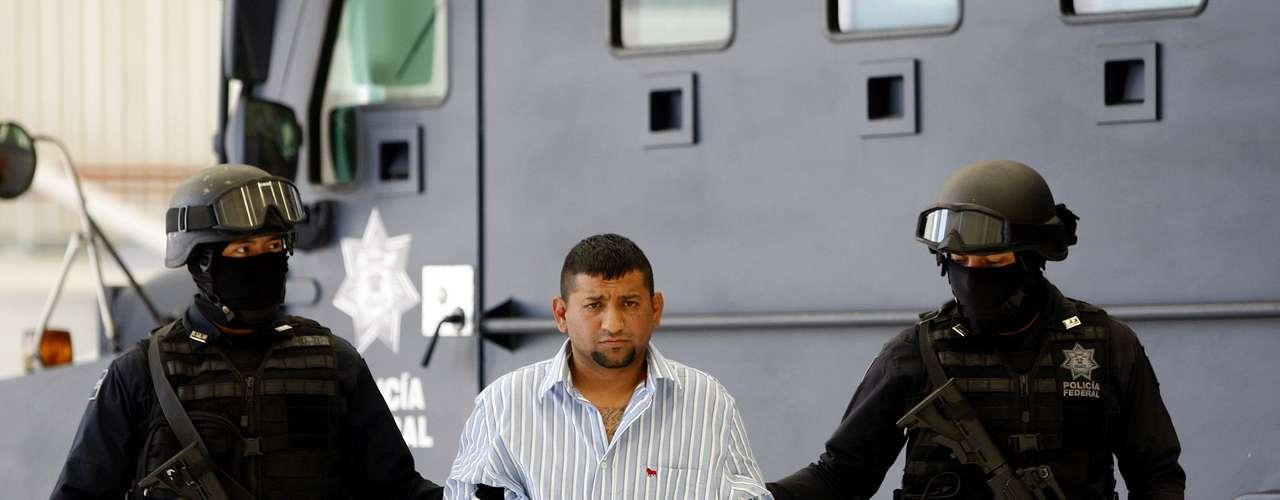 Septiembre 2: La Policía mexicana arrestó y presentó a David Rosales Guzmán, alias \