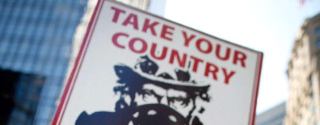 En Estados Unidos viven unos 11 millones de indocumentados, la mayoría hispanos, la primera minoría del país. Según sondeos recientes, los hispanos apoyan por abrumadora mayoría a Obama, quien aventaja por unos 40 puntos porcentuales a su rival Mitt Romney en esta comunidad.