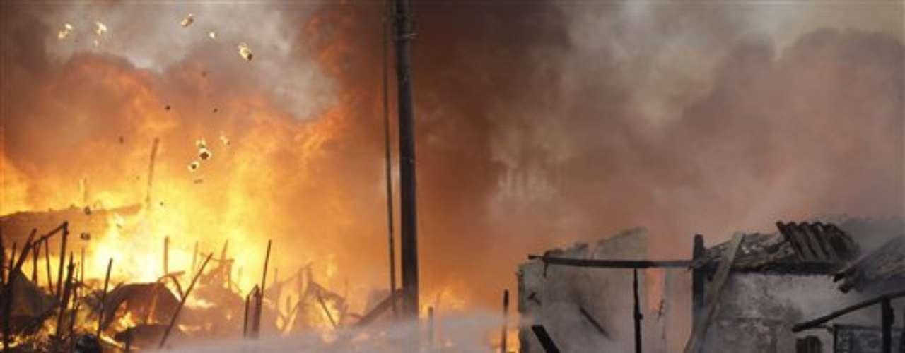 Los bomberos de la ciudad más grande de Sudamérica controlaron un incendio que destruyó casas precarias en un barrio pobre, un desastre cuya frecuencia se ha incrementado debido a la severa temporada de sequía que afronta Sao Paulo.