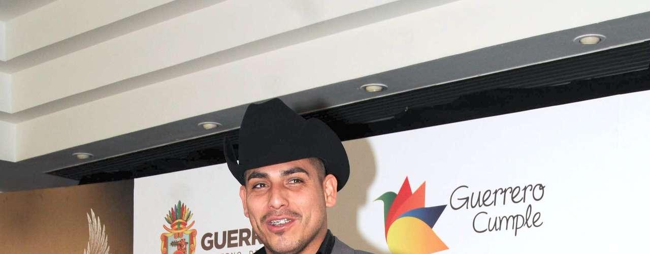 Mediante un comunicado de prensa la disquera de Espinoza Paz informó que el cantautor hará su debut en la gran pantalla con participación en la cinta \