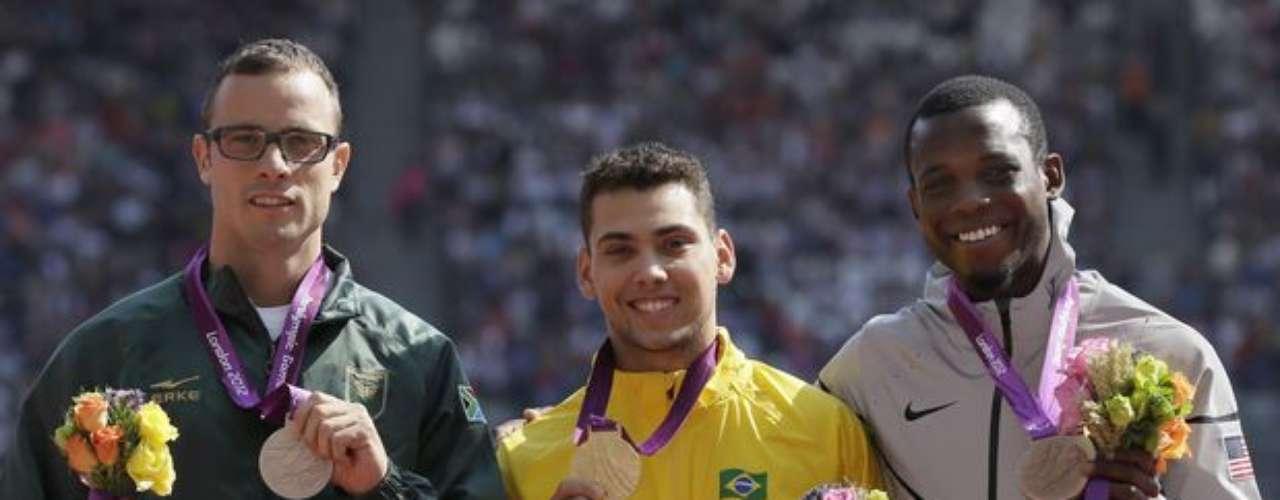 Pese a las críticas realizadas por Pistorius, debido a las prótesis usadas por el brasileño Alan Fonteles en la final de los 200 m T44, para amputados, la premiación de la prueba fue tranquila.