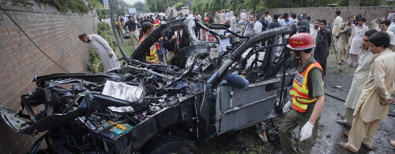 El canal de televisión local Geo aseguró poco después del ataque que una de las víctimas mortales es estadounidense.Sin embargo, una fuente de la embajada de EEUU desmintió que haya ciudadanos estadounidenses entre los fallecidos.