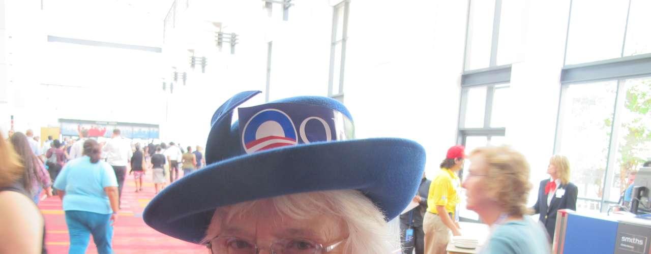'Parece que a todos les llama la atención mi sombrero', le dijo a Terra esta mujer.
