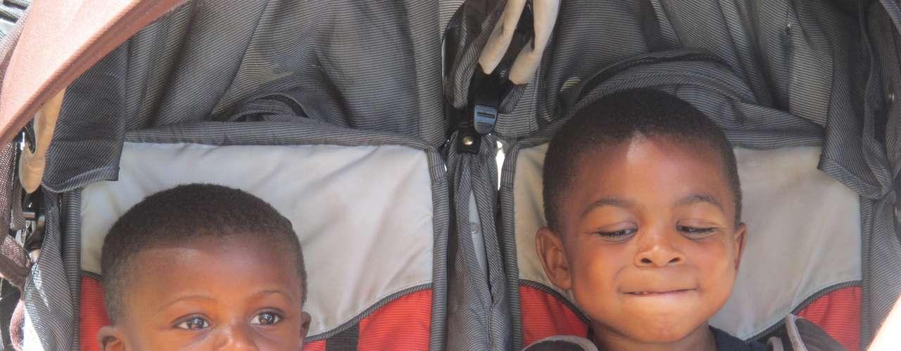 Estos niños pasaron un día a pleno sol con sus padres en la feria.