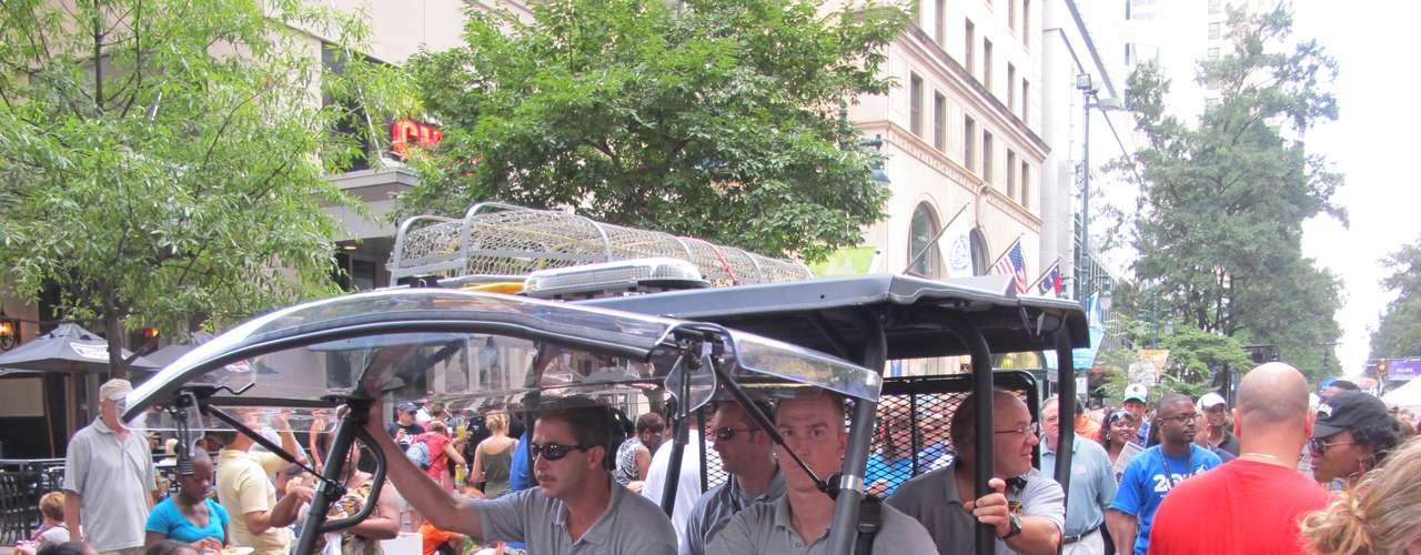 La seguridad estuvo a la orden del día en las calles de Charlotte, que estos días recibe la visita de unas 50,000 personas.