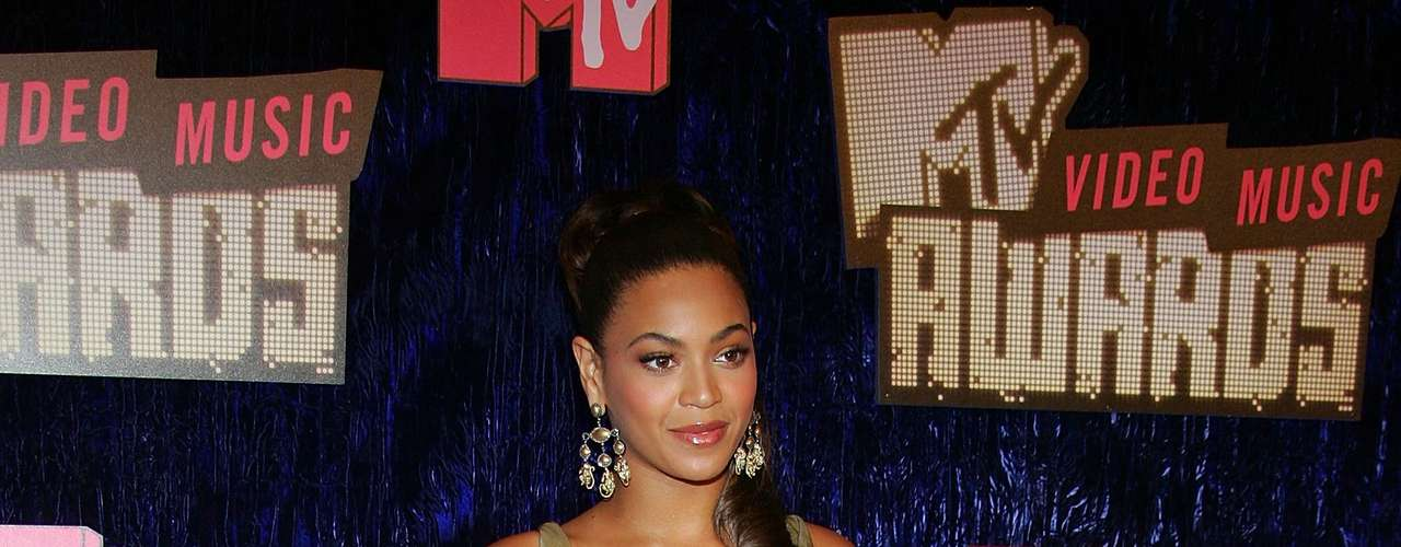 Para el 2007, Beyonce regresó de dorado y luciendo como una diosa griega, sí un poquito llamativa