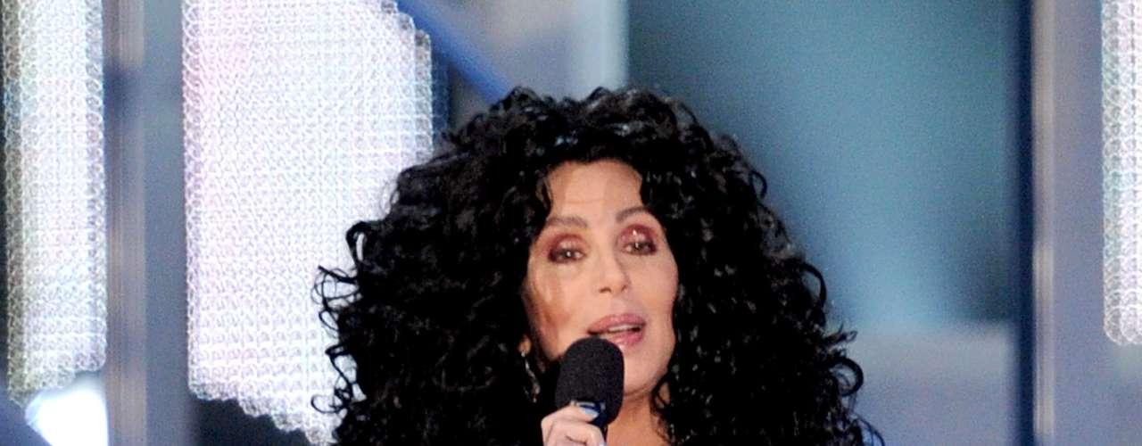 Cher quiso recrear su look de varios años atrás y quiso mostrar que aún es una leyenda