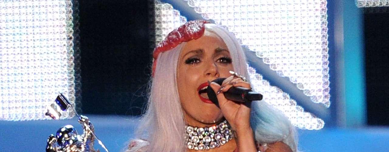 Lady Gaga hizo enojar a muchos vegetarianos con su vestido hecho de carne cruda