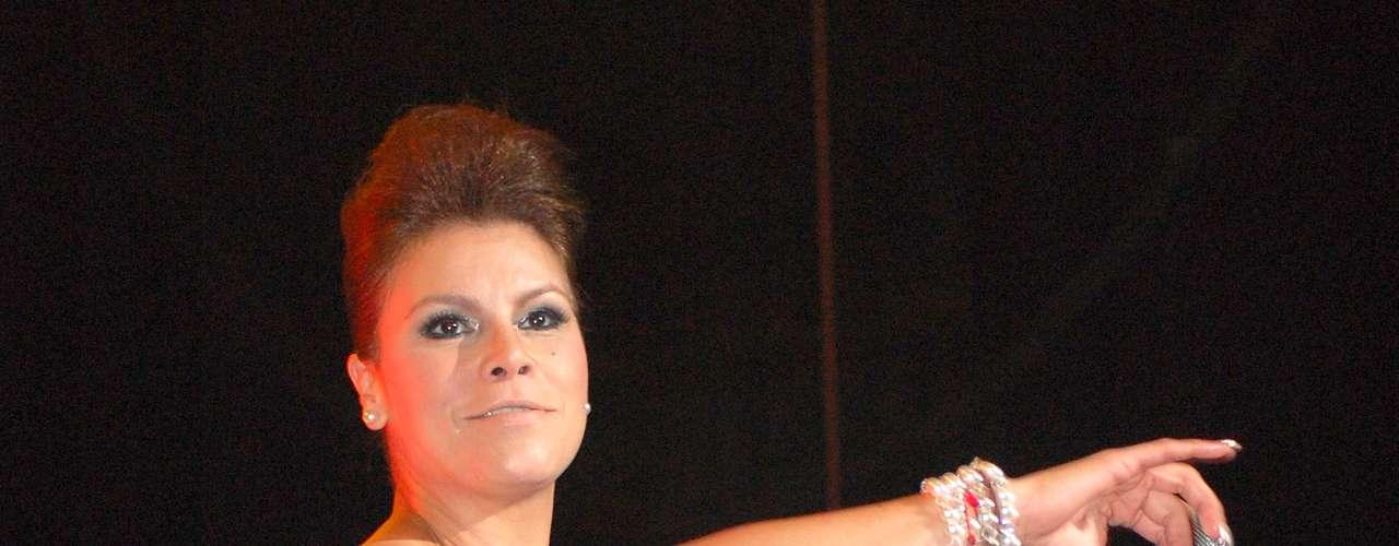 Olga Tañòn, quien puso su fuego, su alegría y su sentido del humor al escenario, se fue hasta abajo, desatando la algarabía en los caballeros.
