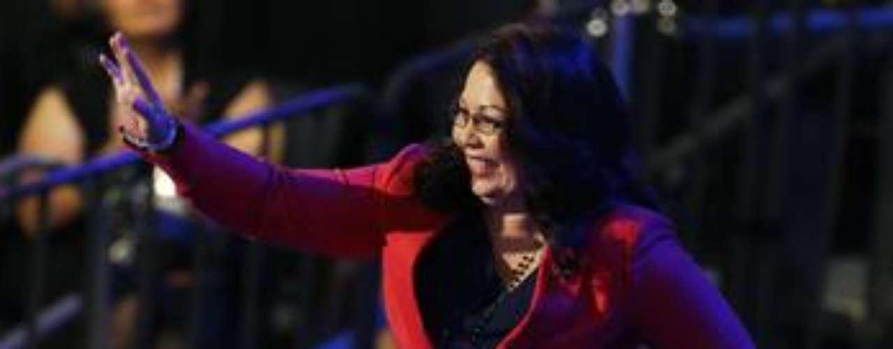 Tammy Duckworth, candidata a un cargo de diputada por el partido Demócrata, habló en público sobre sus heridas de guerra y caminó por el escenario de la Convención con sus piernas mecánicas.