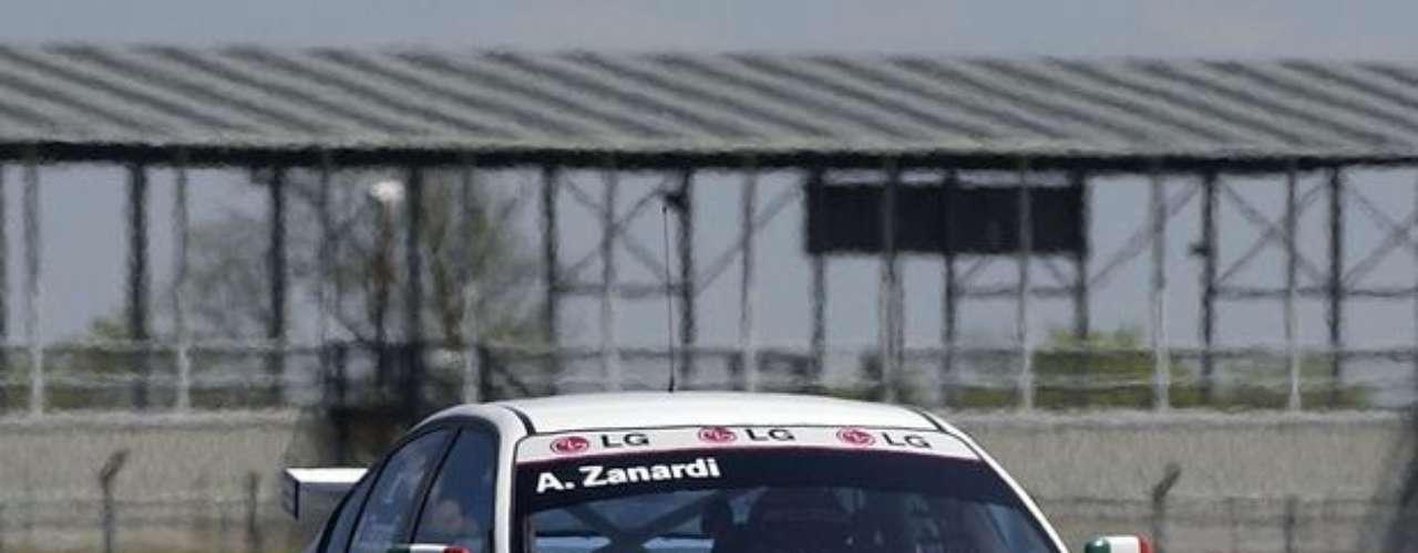 En 2005, Alex Zanardi pasó a competir en el Campeonato Mundial de Autos de Turismo. Conquistó cuatro victorias entre los años de 2005 y 2009.