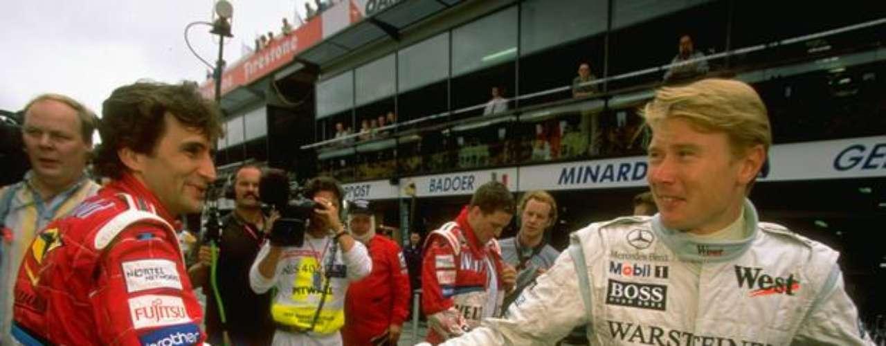 El piloto italiano disputó la temporada de 1999 con grandes nombres del automovilismo mundial, como Mika Hakkinen (der), de McLaren.