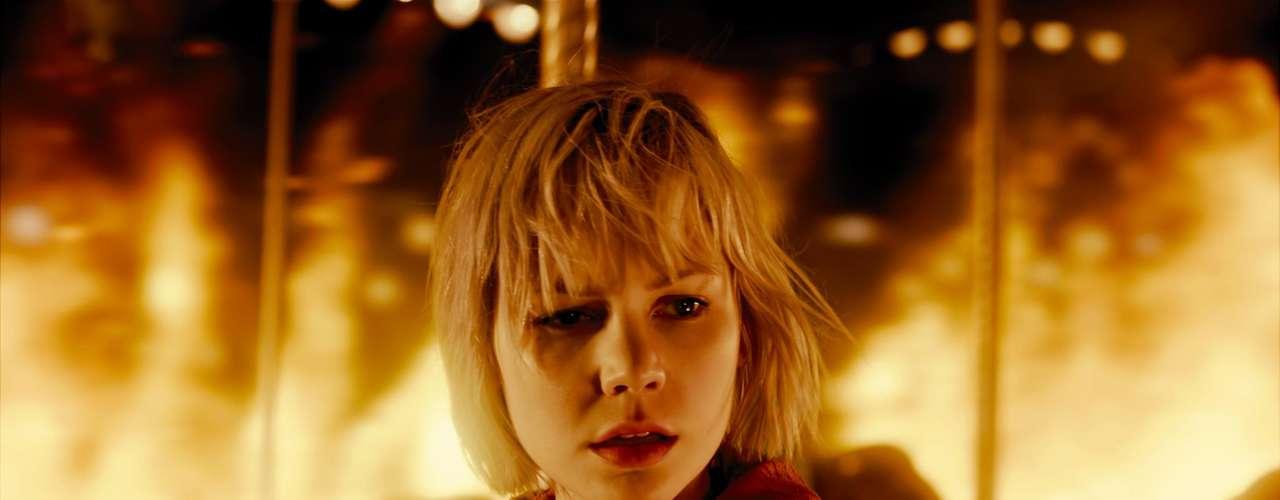 Silent Hill 2, Revelación: Tras la desaparición de su padre, Heather Mason se internará en una extraña y aterradora realidad alternativa en búsqueda de respuestas.