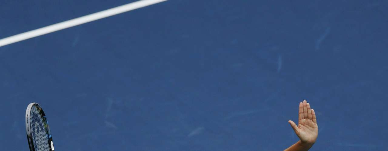Sharapova used a big serve to win the final set 6-4. REUTERS/Mike Segar