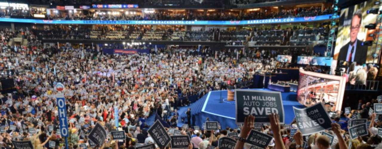 Luego la Convención continuó con el nombramiento formal de Barack Obama como candidato demócrata. Estado por Estado se contaron los votos que cada uno dio a Obama. Una formalidad, pero en Charlotte la nominación se vivió como una verdadera fiesta.