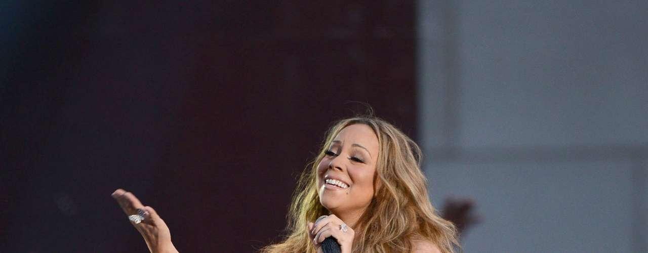 Mariah puso el ambiente caliente desde que se subió a la tarima.