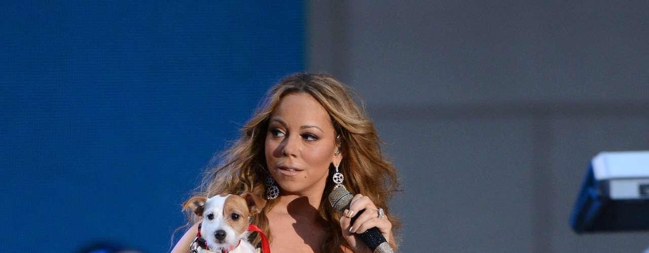 En medio del show, la cantante mostró a los presentes a su mascota adorada \