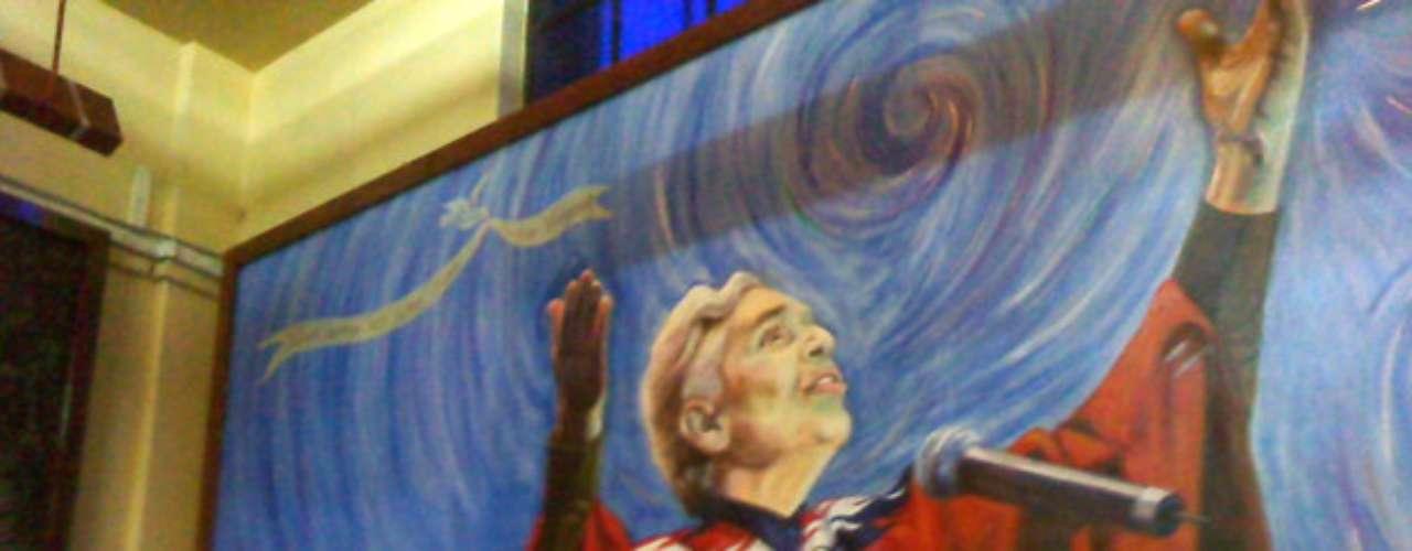 Chavela Vargas quedó inmortalizada junto a Lucha Reyes, Lucha Villa, María de Lourdes y José Alfredo Jiménez, al ser develada una pintura al óleo en su honor en el Tenampa, el lugar más típico de la Plaza Garibaldi en Ciudad de México.