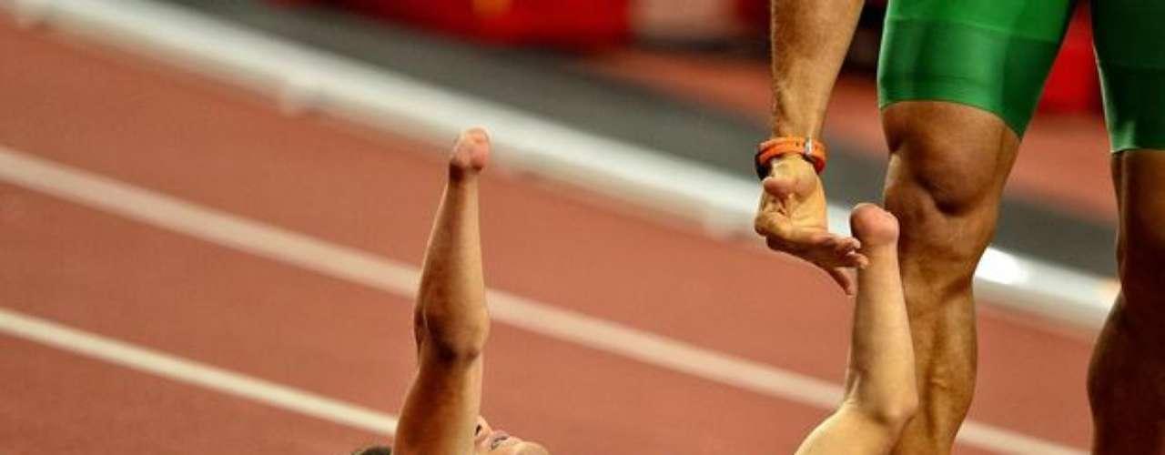 Con un tiempo de 49s21, el brasileño hizo la mejor marca de su vida y se llevó la presea de plata.