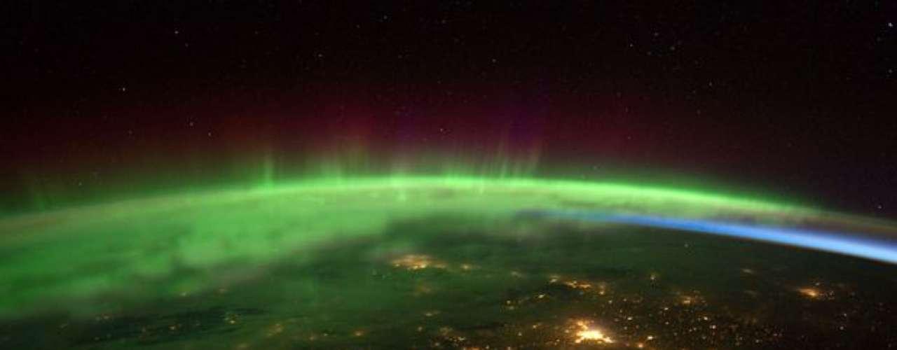 Esta imagen fue tomada en febrero de 2012, en la foto se  muestra un registro impresionante de la aurora boreal en las proximidades del estado americano de Washington.