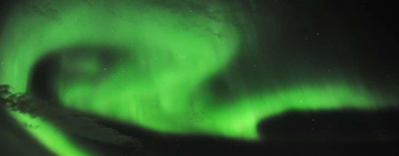Imagen de la aurora boreal en Tromsoe, norte de Noruega, en medio la tempestad solar.