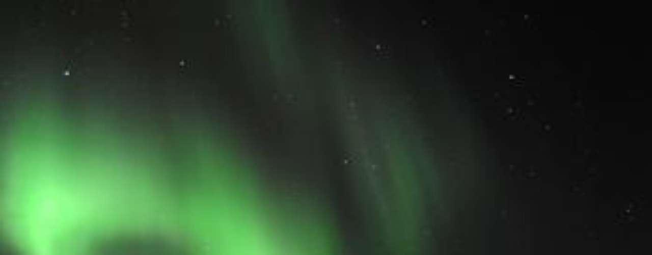 Impresionante imagen de la aurora boreal registrada cerca de la ciudad de Tromsoe, Noruega.
