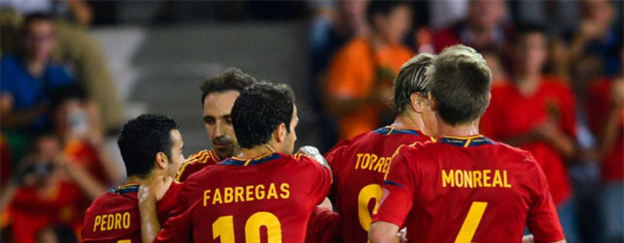 España celebrates after scoring against Saudi Arabia.