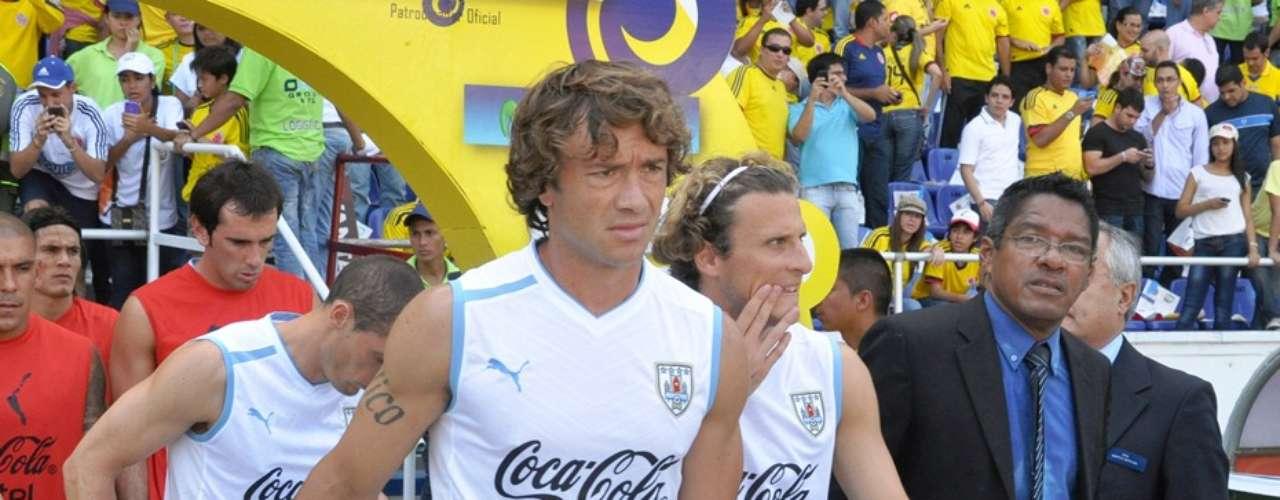 La selección uruguaya salió con tiempo de antelación para percibir como era el ambiente en el estadio Metropolitano.