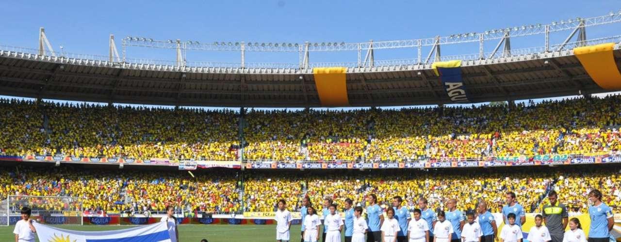 La selección uruguaya formada para los actos de protocolo.