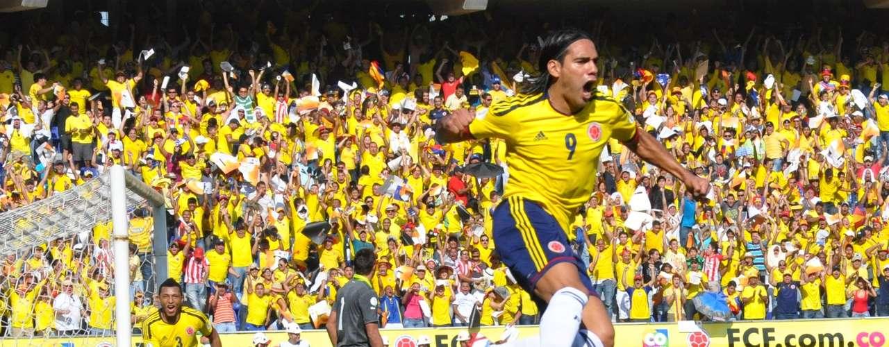 El delantero celebró a rabiar el tanto, que ratificó su buen momento, uno de los mejores, o tal vez el mejor, que ha vivido como futbolista.